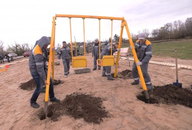 More than 100 volunteers from DTEK Oil&Gas cleaned and made comfortable a village centre in the Poltava Oblast